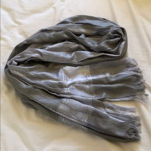 Accessories - Gray scarf with silver threads